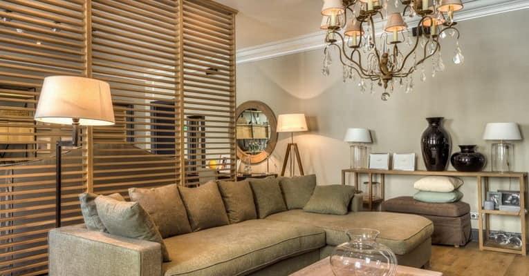 Как выбрать светильники для гостиной в зависимости от ее типа
