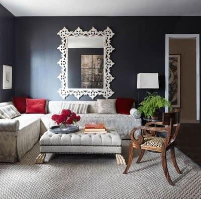 Красивое зеркало в ажурной раме  для декора гостиной фото