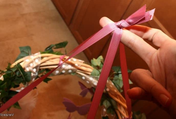 Выравниваем длину лент и вяжем узел