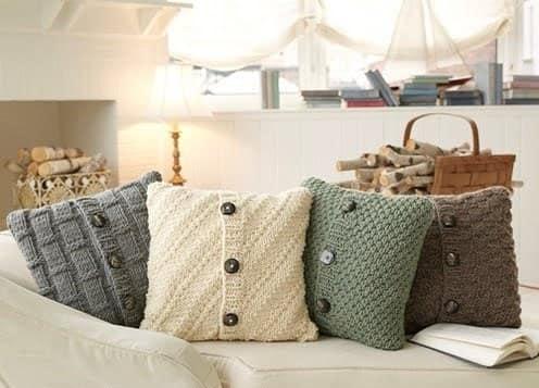 Чехлы на подушки из старых кофт и свитеров