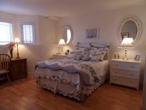 Круглые и овальные зеркала для декора спальни
