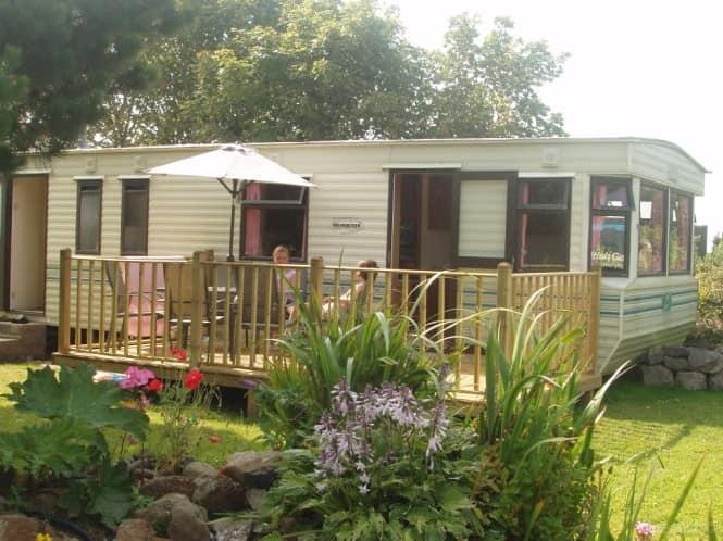 Просторный английский домик для летнего жилья