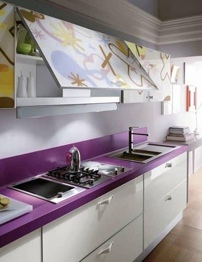 Кухня с фиолетовой столешницей
