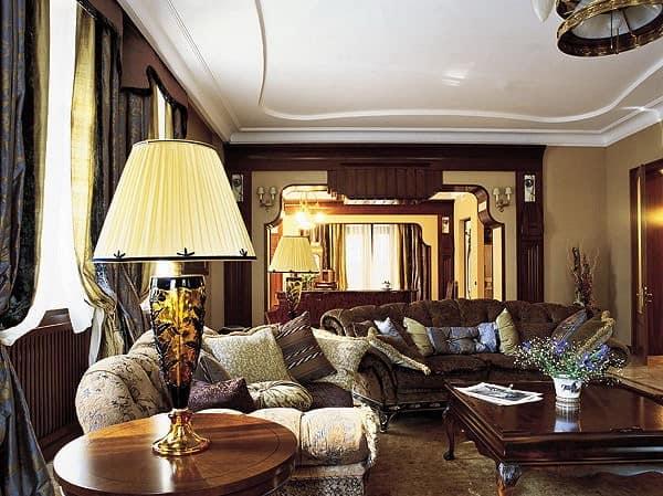 Торшер для освещение гостиной в старинном стиле