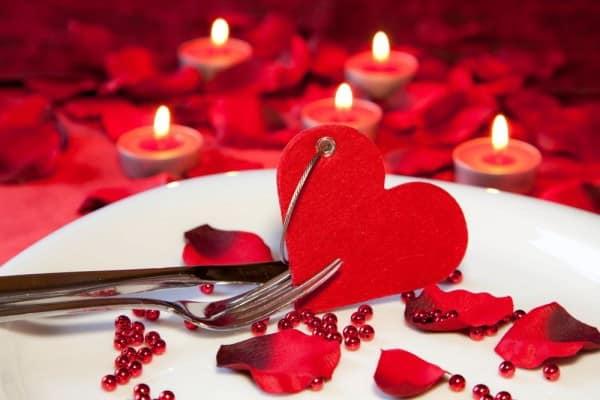 Украшаем стол на день святого Валентина фото