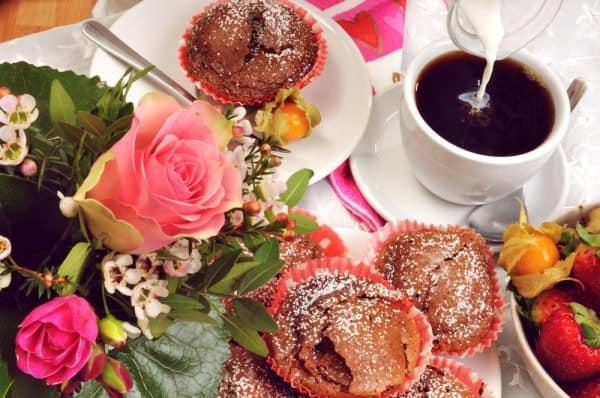 Украшаем цветами стол на 14 февраля