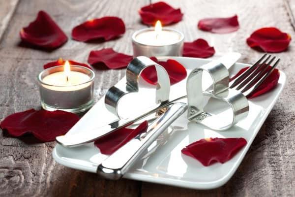 Свечи для декора стола на день святого Валентина