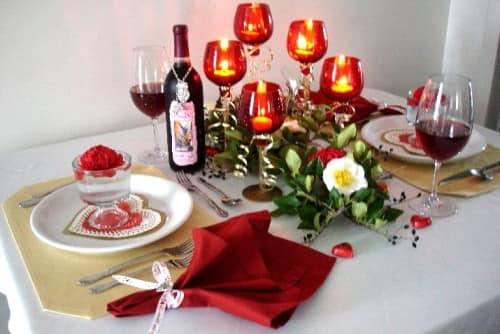 Свечи в закрытых подсвечниках на день Влюбленных