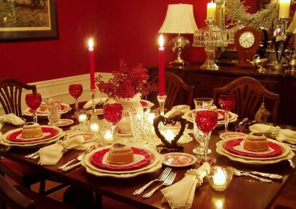 Сервировка стола на 14 февраля со свечами
