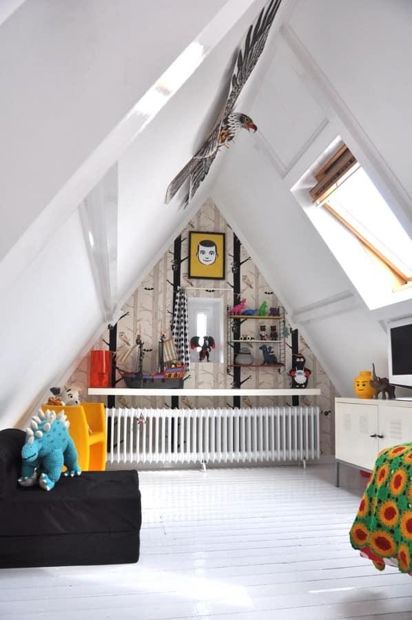 Детская на чердаке под самой крышей дома