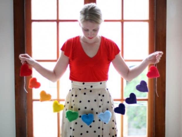 Гирлянда из разноцветных сердец на 14 февраля