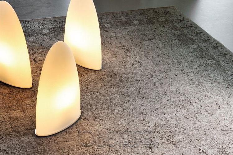Напольные или настольные светильники в стиле минимализма