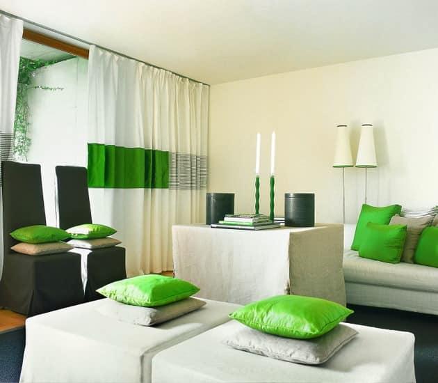 Для маленьких комнат: сочетание белого и ярких зеленых деталей