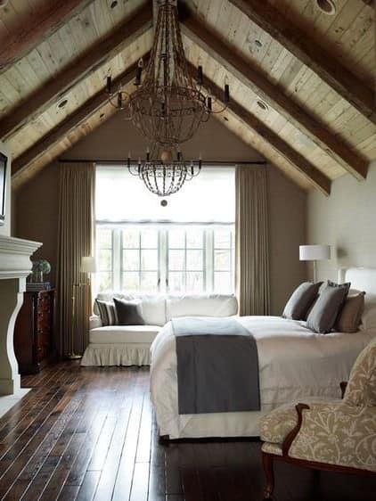 Как обустроить спальню на чердаке