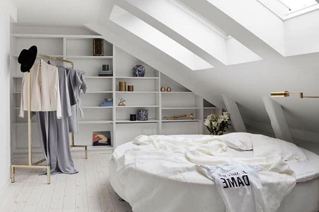 Женская спальня на чердаке