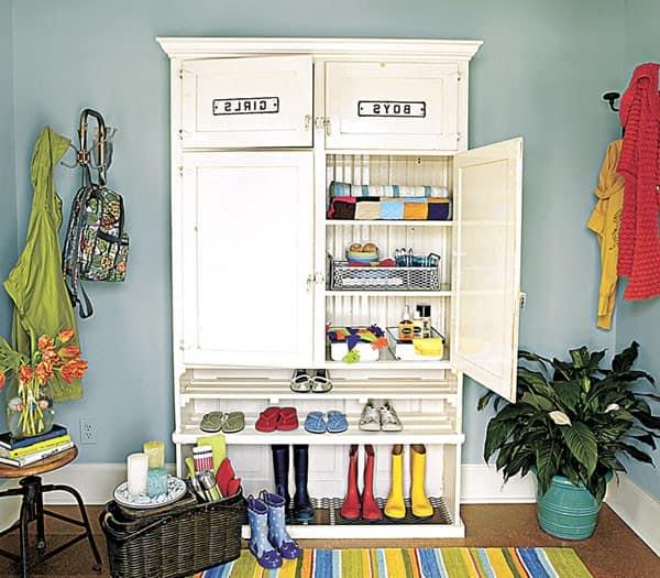 Оригинальный шкаф в прихожей на фото