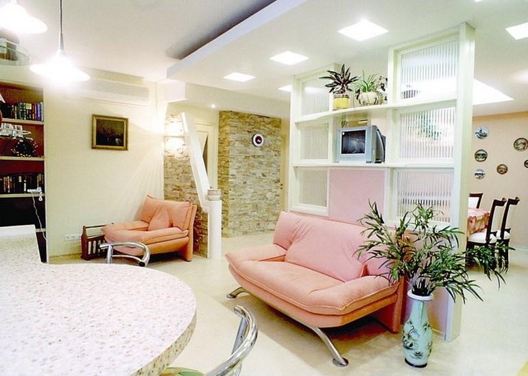 Потолочные светильники для светлой гостиной