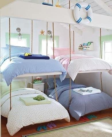 Подвесные кровати для четырех детей в детской