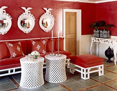 Декор прихожей в красных тонах фото