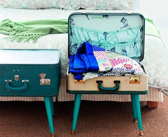 Система для хранения вещей в спальне в виде столика из чемодана фото