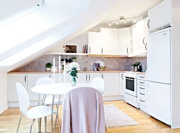 Кухня и столовая на чердаке