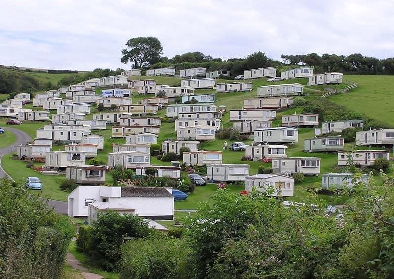 Поселок отдыха из английских мобильных домиков фото