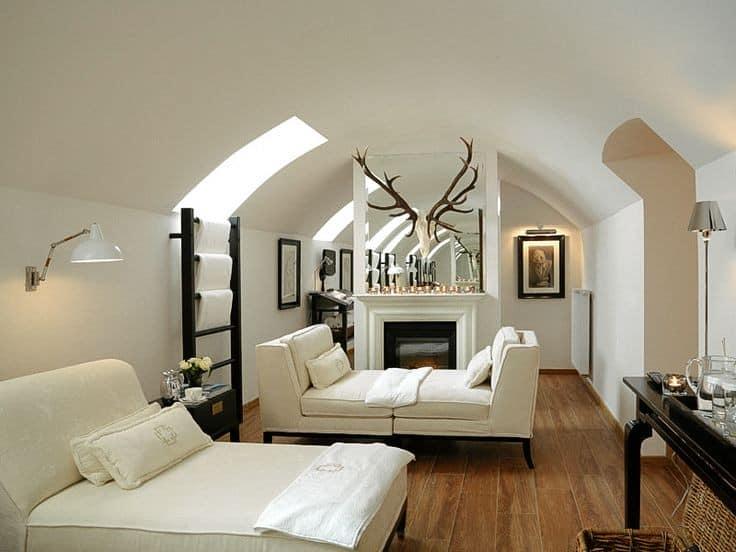 Уютная комната под крышей фото