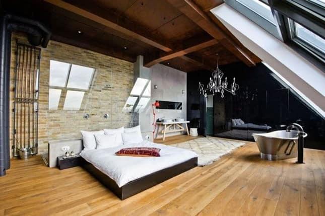 Как обустроить спальню под крышей дома