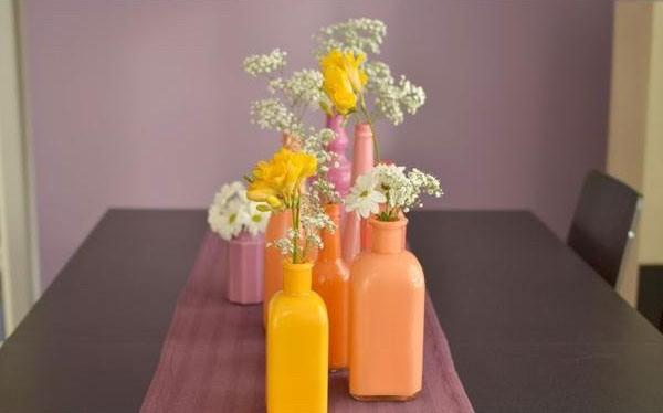 Такие яркие вазы - отличный способ создать весеннее настроение