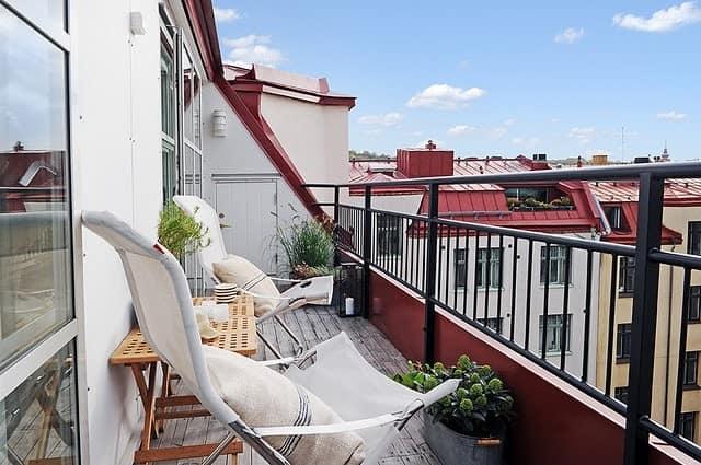 Мини-уголок для отдыха на небольшом балконе идеи
