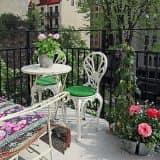 Металлическая мебель для отдыха на балконе