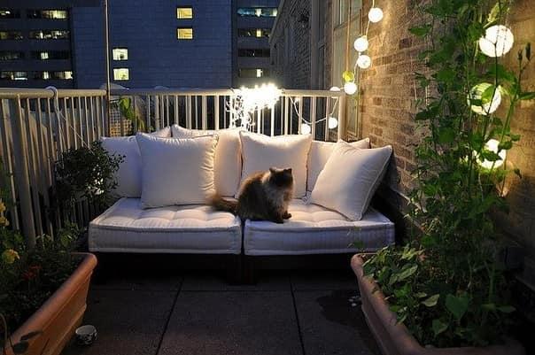 Освещение уголка отдыха на балконе