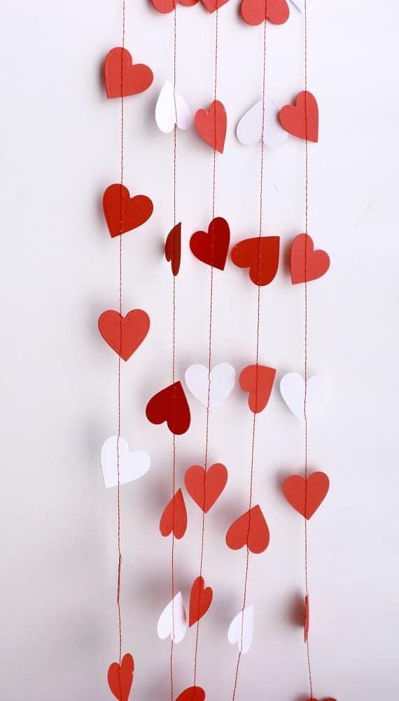 Как сделать гирлянду из сердечек бумаги своими руками