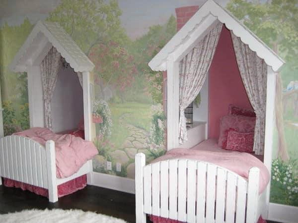 Детская комната для двух девочек - кровати в нишах