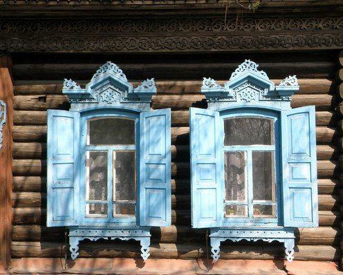Деревянные ставни на даче в русском стиле