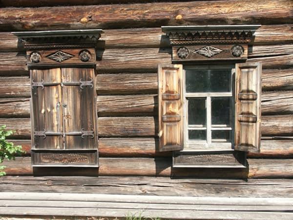 Некрашеные деревянные ставни фото