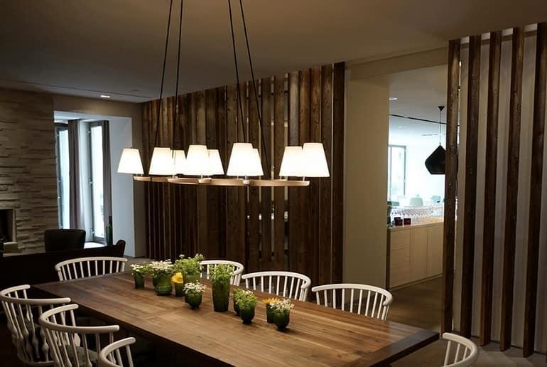 Уютный столик для семейного отдыха в отеле Dollerer's