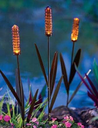 Светильники на солнечных батареях в виде растений