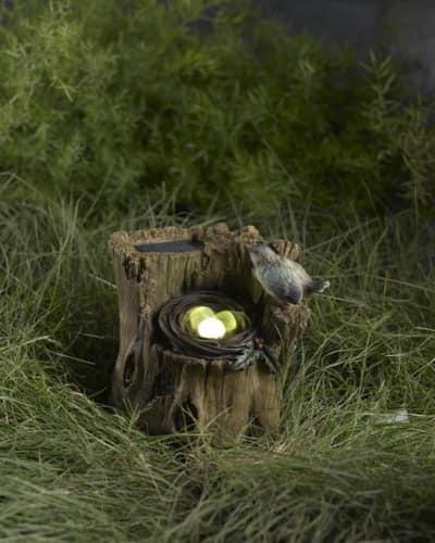 Маленький светильник-гнездо на пеньке
