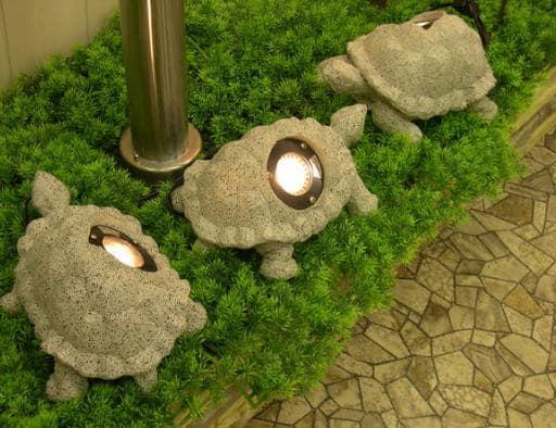 Маленькие светильники черепашки для сада