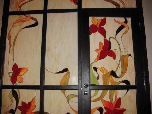 Витраж на стеклах двери фото