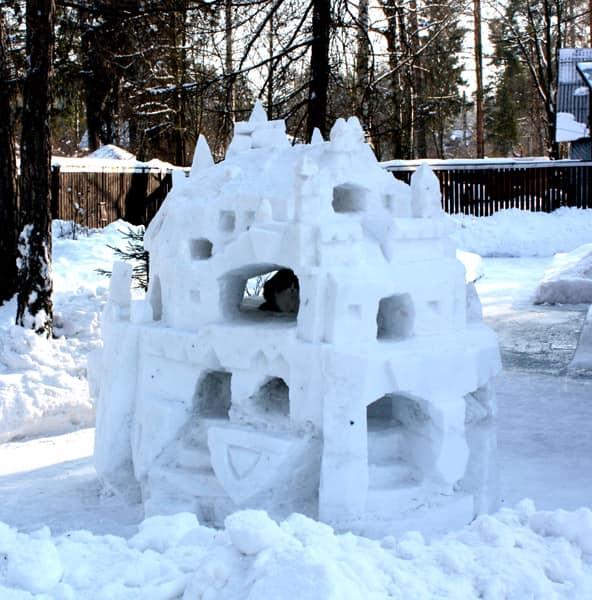 Самодельный снежный дворец