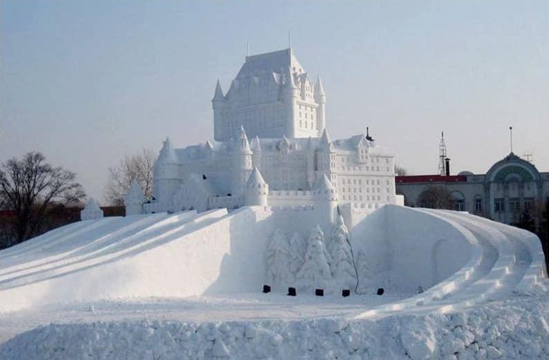 Замок из снега в натуральную величину