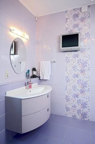 Ванная в нежных фиолетовых тонах