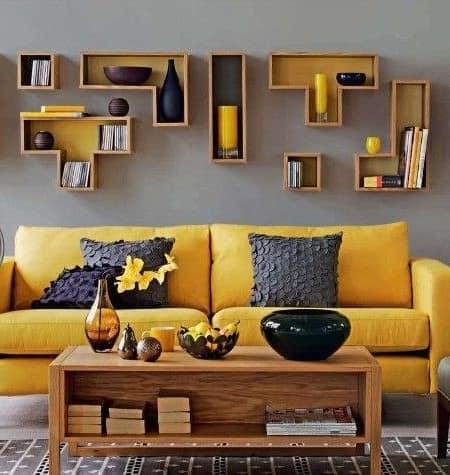 Желный диван в интерьере фото