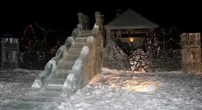 Ледяная горка во дворе