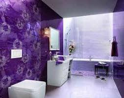 Изысканность интерьера фиолетовой ванной