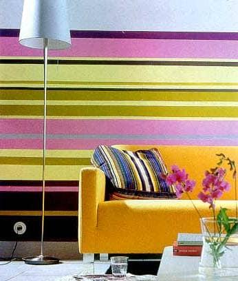 Комната в ярких тонах с фиолетовым цветом
