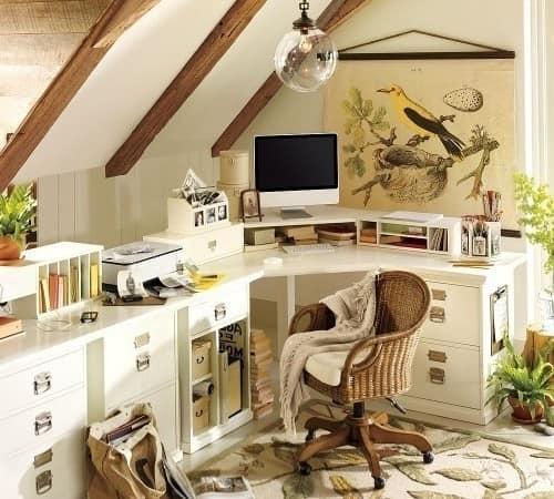 Классический рабочий кабинет на чердаке