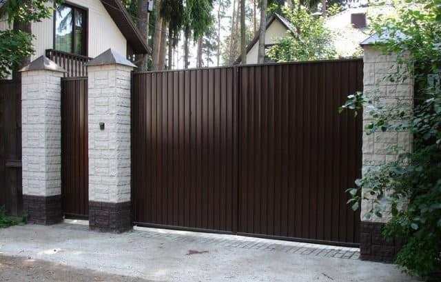 Калитка и забор из профнастила